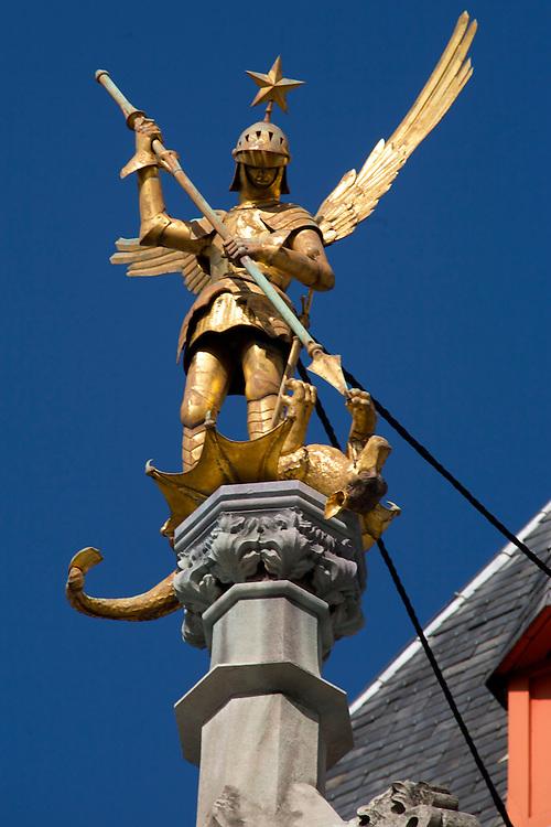 BÉLGICA / FLANDES / BRUJAS<br /> Estatua de San Jorge en el Palacio Provincial en la Grand Place<br /> <br /> ©JOAN COSTA