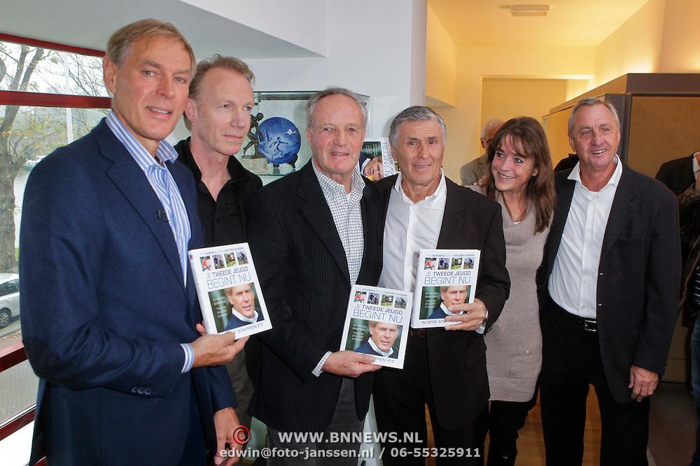 """NLD/Amsterdam/20111109- Boekpresentatie Ard Schenk """" Je tweede Jeugd begint nu"""", Ard Schenk, Edwin van den Dungen, Johan Cruijff, Tom Okker, Sjaak Swart, Yvonne van Gennip en Johan Cruijff"""