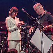 NLDAmsterdam/20190924- Uitreiking Gouden Notenkraker 2019, Tessa Douwstra van de band Luwten wint de Zilveren Notenkraker