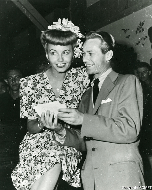 1944 Beautiful Janet Blair with Jess Barker at the Hollywood Canteen