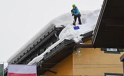 10.02.2021, Cortina, ITA, FIS Weltmeisterschaften Ski Alpin, Vorberichte, Die alpine Ski-Weltmeisterschaft findet von 8. bis 21. Februar 2021 in Cortina d'Ampezzo statt, im Bild Dachlawinen, Dach abschöpfen // during preparations, the Alpine World Ski Championships will be held in Cortina d'Ampezzo from 8 to 21 February 2021, FIS Alpine Ski World Championships 2021 in Cortina, Italy on 2021/02/10. EXPA Pictures © 2021, PhotoCredit: EXPA/ Erich Spiess