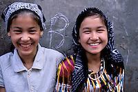 China. Sinkiang Province (Xinjiang).  Kashgar (Kashi). Old city bazar. Ouigour population. // Chine. Province du Sinkiang (Xinjiang). Kashgar (Kashi). Bazar de la vieille ville. Population Ouigour.