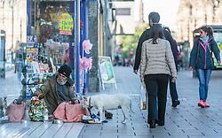THEMENBILD - ein Obdachloser mit seinem Hund, Edinburgh, Schottland, aufgenommen am 14. Juni 2015 // a homeless man with his dog, Edinburgh, Scotland on 2015/06/14. EXPA Pictures © 2015, PhotoCredit: EXPA/ JFK