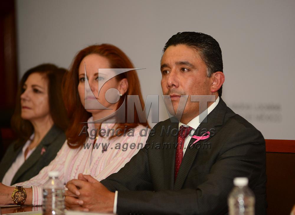 Toluca, Méx.- El diputado Cruz Juvenal Roa Sánchez, durante una serie de conferencias magistrales que se ofrecieron en la Cámara de Diputados en el Marco del Día Internacional de la Lucha contra el Cáncer de Mama, en donde se dio a conocer que en el Estado de México se registran dos muertes diarias de mujeres a consecuencia del Cáncer de Mama. Agencia MVT / Crisanta Espinosa