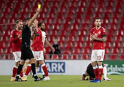 Pierre Emile Højbjerg (Danmark) får en advarsel under UEFA Nations League kampen mellem Danmark og Belgien den 5. september 2020 i Parken, København (Foto: Claus Birch).