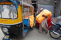 Inde, Rajasthan, usine de sari. // India, Rajasthan, sari factory.