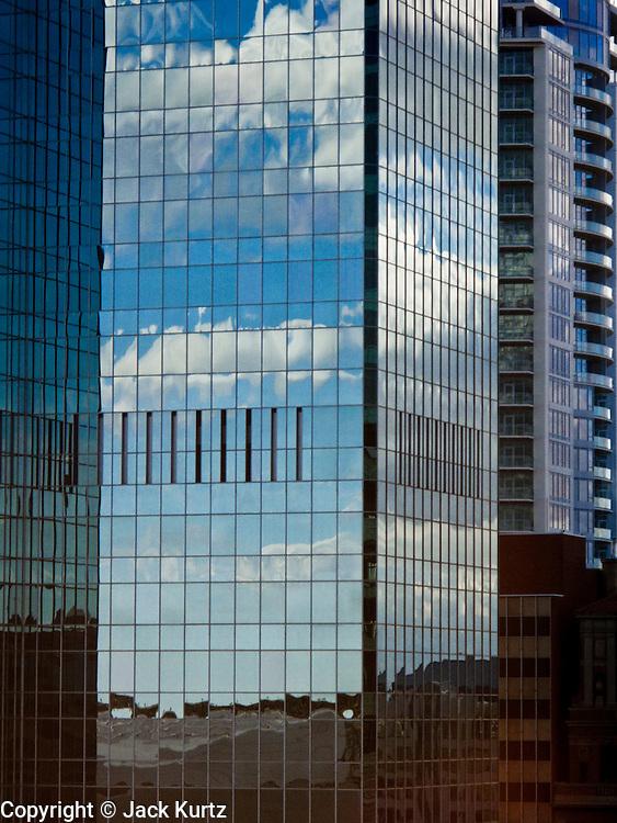 07 FEBRUARY 2009 -- PHOENIX, AZ: Clouds reflected in the Bank of America tower in downtown Phoenix, AZ. PHOTO JACK KURTZ