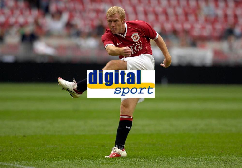 Photo: Daniel Hambury.<br /> Manchester United v FC Porto. Amsterdam Tournament. <br /> 04/08/2006.<br /> Manchester's Paul Scholes makes it 1-0.