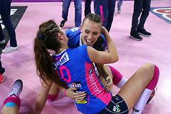 11-05-2017 ITA: Finale Liu Jo Modena - Igor Gorgonzola Novara, Modena<br /> Novara heeft de titel in de Italiaanse Serie A1 Femminile gepakt. Novara was oppermachtig in de vierde finalewedstrijd. Door een 3-0 zege is het Italiaanse kampioenschap binnen. / Vreugde bij Novara met Francesca Piccinini<br /> <br /> ***NETHERLANDS ONLY***