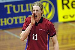 06-04-2005 VOLLEYBAL: PIET ZOOMERS D-OMNIWORLD: APELDOORN<br /> <br /> De finale van de strijd om de landstitel gaat tussen ORTEC.Nesselande en Piet Zoomers/D. De ploeg uit Apeldoorn won woensdagavond de vierde wedstrijd van de halve finale met 3-0 (25-21, 26-24, 26-24) en heeft deze best-of-five nu gewonnen - Kay van Dijk<br /> <br /> ©2005-WWW.FOTOHOOGENDOORN.NL