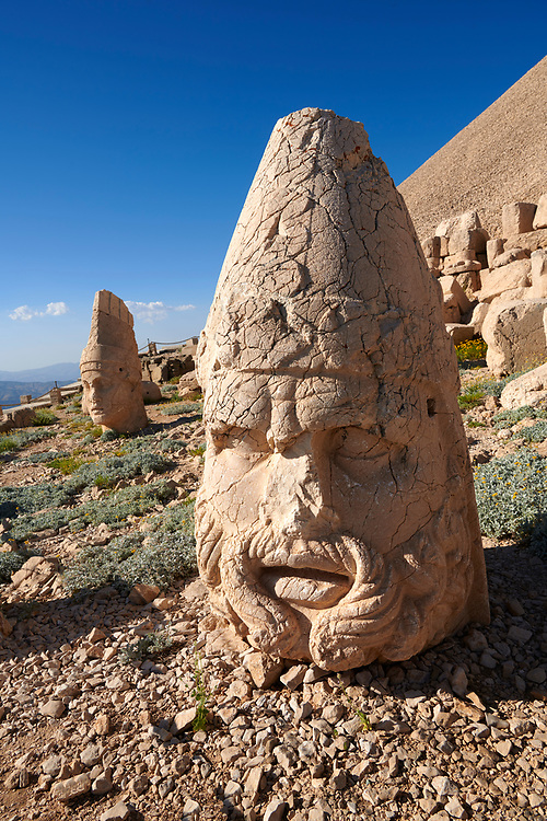 Statue head of Zeus & Antiochus behind, the 62 BC Royal Tomb of King Antiochus I Theos of Commagene, west Terrace, Mount Nemrut or Nemrud Dagi summit, near Adıyaman, Turkey .<br /> <br /> If you prefer to buy from our ALAMY PHOTO LIBRARY  Collection visit : https://www.alamy.com/portfolio/paul-williams-funkystock/nemrutdagiancientstatues-turkey.html<br /> <br /> Visit our CLASSICAL WORLD HISTORIC SITES PHOTO COLLECTIONS for more photos to download or buy as wall art prints https://funkystock.photoshelter.com/gallery-collection/Classical-Era-Historic-Sites-Archaeological-Sites-Pictures-Images/C0000g4bSGiDL9rw
