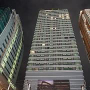 NLD/Bangkok/20180713 - Vakantie Thailand 2018, kantoren in de nacht