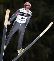 Hopp, 21. desember 2002. Verdenscup Engelberg,Henning Stensrud, Norge<br />Foto: Raphael Nadler, Digitalsport