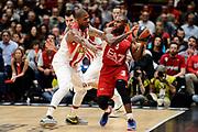 DESCRIZIONE : Milano Euroleague 2015-16 EA7 Emporio Armani Milano - Olympiacos Piraeus<br /> GIOCATORE : Oliver Lafayette<br /> CATEGORIA : controcampo<br /> SQUADRA : EA7 Emporio Armani Milano<br /> EVENTO : Euroleague 2015-2016<br /> GARA : EA7 Emporio Armani Milano - Olympiacos Piraeus<br /> DATA : 30/10/2015<br /> SPORT : Pallacanestro<br /> AUTORE : Agenzia Ciamillo-Castoria/Max.Ceretti<br /> Galleria : Euroleague 2015-2016 <br /> Fotonotizia: Milano Euroleague 2015-16 EA7 Emporio Armani Milano - Olympiacos Piraeus