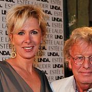 NLD/Amsterdam/20101110 - Presentatie Linda het Boek, Jan des Bouvrie en partner Monique