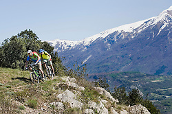 Two men racing electic-mountainbikes cliff