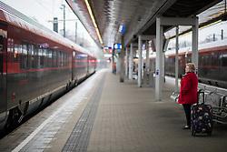 """26.11.2018, Bahnhof Meidling, Wien, AUT, Warnstreik der Eisenbahner Gewerkschaft vida zwischen 12:00 und 14:00 Uhr. im Bild Bahnsteig Meidling // during warning strike of the railway workers at """"Meidling station"""" in Vienna, Austria on 2018/11/26. EXPA Pictures © 2018, PhotoCredit: EXPA/ Michael Gruber"""