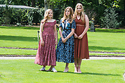 Zomerfotosessie 2019 bij Paleis Huis ten Bosch in Den Haag<br /> <br /> Summer photo session 2019 at Palace Huis ten Bosch in The Hague<br /> <br /> Op de foto / On the photo: Prinses Amalia, prinses Ariane en prinses Alexia <br /> <br /> Princess Amalia, Princess Ariane and Princess Alexia