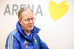 November 15, 2018 - Stockholm, SVERIGE - 181115 Scout Lars Jacobsson i mixed zone efter en trÅning med Sveriges fotbollslandslag den 15 november 2018 i Stockholm  (Credit Image: © Simon HastegRd/Bildbyran via ZUMA Press)