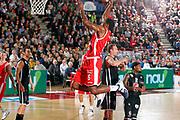 DESCRIZIONE : Varese Campionato Lega A 2011-12 Cimberio Varese Pepsi Caserta<br /> GIOCATORE : Justin Hurtt<br /> CATEGORIA : Schiacciata<br /> SQUADRA : Cimberio Varese<br /> EVENTO : Campionato Lega A 2011-2012<br /> GARA : Cimberio Varese Pepsi Caserta<br /> DATA : 06/11/2011<br /> SPORT : Pallacanestro<br /> AUTORE : Agenzia Ciamillo-Castoria/G.Cottini<br /> Galleria : Lega Basket A 2011-2012<br /> Fotonotizia : Varese Campionato Lega A 2011-12 Cimberio Varese Pepsi Caserta<br /> Predefinita :
