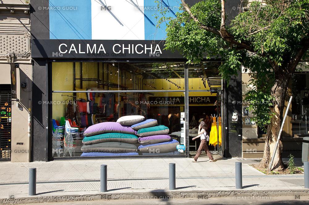 "LOCAL DE ACCESORIOS ""CALMA CHCHA"" EN EL BARRIO DE PALERMO VIEJO O SOHO, BUENOS AIRES, ARGENTINA"