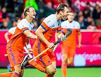 ANTWERPEN - Mirco Pruijser (Ned) heeft de stand op 1-0 gebracht  tijdens hockeywedstrijd  mannen ,Nederland-Duitsland ,   bij het Europees kampioenschap hockey.  links Billy Bakker (Ned). COPYRIGHT KOEN SUYK
