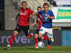 Frederik Gytkjær (Lyngby Boldklub) følges af Andreas Bjelland (FC København) under kampen i 3F Superligaen mellem Lyngby Boldklub og FC København den 1. juni 2020 på Lyngby Stadion (Foto: Claus Birch).