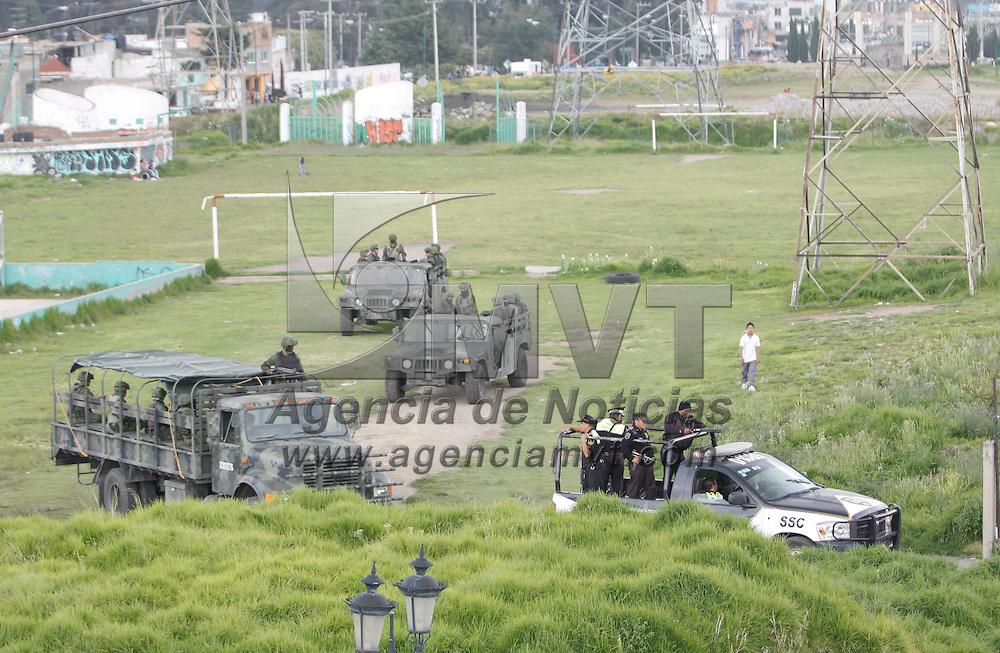 Toluca, México.- Efectivos militares y elementos de la Secretaria de Seguridad Ciudadana se encuentran patrullando las principales vialidades del Valle de Toluca. Agencia MVT / Crisanta Espinosa