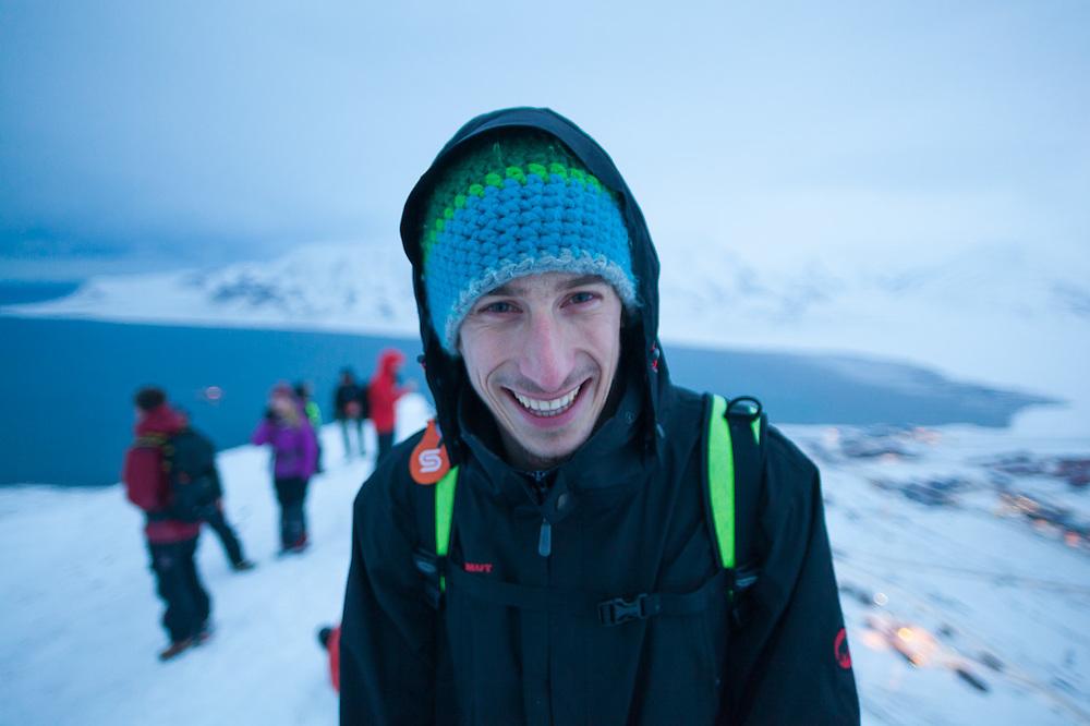 Stefan Schöttl (with other UNIS students) stands on the rim of Sverdruphamaren, Svalbard above Longyearbyen.