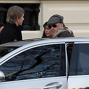 NLD/Amsterdam/20080217 - Canadeese zanger Neil Young verlaat het Amstel Hotel in Amsterdam voor zijn concert