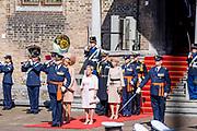 Uitreiking Willems-Orde aan Roy de Ruiter door Koning Willem Alexander Majoor-vlieger Roy de Ruiter kreeg op het binnenhof de Militaire Willems-Orde opgespeld, de hoogste dapperheidsonderscheiding van het koninkrijk.<br /> <br /> Presentation William the Order to Roy de Ruiter by King Willem Alexander Major-flyer Roy de Ruiter received the Military William Order on the courtyard, the highest prowess award of the kingdom.<br /> <br /> Op de foto / On the Photo:  Koning Willem Alexander en Koningin Maxima  / King Willem Alexander en Queen  Maxima