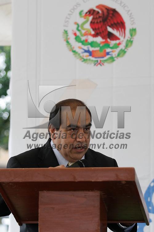 Toluca, México.- Eladio Molina Monroy, Director General del Desarrollo Económico y regulación y comercio, durante la Décimo Quinta Feria de Regreso a Clases. Agencia MVT / Arturo Hernández S.