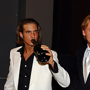 Premiere Snowfever, cast, Egbert Jan Weeber, Daan Schuurmans, drinkend champagne