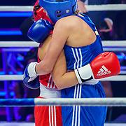 NLD/Amsterdam/20181031 - Boxingstars 2018, 1e aflevering, Laura Ponticorvo (blauw) in gevecht met JJessie Jazz Vuijk (rood)
