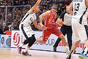 DESCRIZIONE : Milano Lega A 2015-16 Olimpia EA7 Emporio Armani Milano vs Obiettivo Lavoro Virtus Bologna<br /> GIOCATORE : Andrea Cinciarini<br /> CATEGORIA : Palleggio<br /> SQUADRA : Olimpia EA7 Emporio Armani Milano<br /> EVENTO : Campionato Lega A 2015-2016<br /> GARA : Olimpia EA7 Emporio Armani Milano Obiettivo Lavoro Virtus Bologna<br /> DATA : 08/11/2015<br /> SPORT : Pallacanestro <br /> AUTORE : Agenzia Ciamillo-Castoria/I.Mancini<br /> Galleria : Lega Basket A 2015-2016  <br /> Fotonotizia : Milano  Lega A 2015-16 Olimpia EA7 Emporio Armani Milano Obiettivo Lavoro Virtus Bologna<br /> Predefinita :