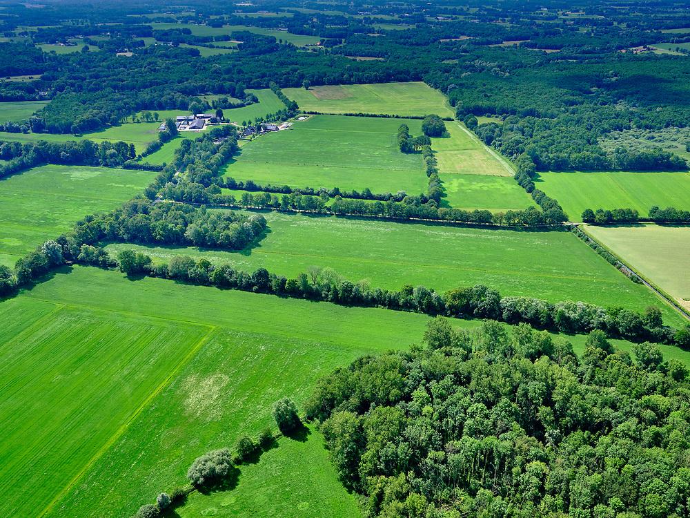 Nederland, Overijssel, Gemeente Dinkelland, 21–06-2020; kleinschaligcoulisselandschapten Oosten van Ootmarsum.<br /> Small-scale bocage landscape to the East of Ootmarsum<br /> <br /> luchtfoto (toeslag op standaard tarieven);<br /> aerial photo (additional fee required)<br /> copyright © 2020 foto/photo Siebe Swart