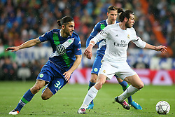 12.04.2016, Estadio Santiago Bernabeu, Madrid, ESP, UEFA CL, Real Madrid vs VfL Wolfsburg, Viertelfinale, Rueckspiel, im Bild Real Madrid's Garet Bale (r) and WfL Wolfsburg's Ricardo Rodriguez // during the UEFA Champions League Quaterfinal, 2nd Leg match between Real Madrid and VfL Wolfsburg at the Estadio Santiago Bernabeu in Madrid, Spain on 2016/04/12. EXPA Pictures © 2016, PhotoCredit: EXPA/ Alterphotos/ Acero<br /> <br /> *****ATTENTION - OUT of ESP, SUI*****