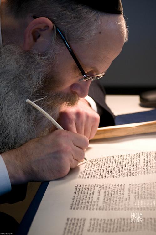 Rabbi adding the last letter of a new Torah