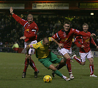 Photo: Mark Stephenson.<br />Crewe Alexander v Swansea City. Coca Cola League 1. 26/12/2006.<br />Swansea's Roy Fallon tries to get past the defence.