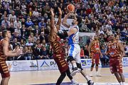 DESCRIZIONE : Campionato 2015/16 Serie A Beko Dinamo Banco di Sardegna Sassari - Umana Reyer Venezia<br /> GIOCATORE : Joe Alexander<br /> CATEGORIA : Tiro Penetrazione<br /> SQUADRA : Dinamo Banco di Sardegna Sassari<br /> EVENTO : LegaBasket Serie A Beko 2015/2016<br /> GARA : Dinamo Banco di Sardegna Sassari - Umana Reyer Venezia<br /> DATA : 01/11/2015<br /> SPORT : Pallacanestro <br /> AUTORE : Agenzia Ciamillo-Castoria/L.Canu