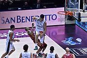 DESCRIZIONE : Bologna Lega A 2015-16 Obiettivo Lavoro Virtus Bologna - Umana Reyer Venezia<br /> GIOCATORE : Gino Cuccarolo<br /> CATEGORIA : Rimbalzo Sequenza<br /> SQUADRA : Obiettivo Lavoro Virtus Bologna<br /> EVENTO : Campionato Lega A 2015-2016<br /> GARA : Obiettivo Lavoro Virtus Bologna - Umana Reyer Venezia<br /> DATA : 04/10/2015<br /> SPORT : Pallacanestro<br /> AUTORE : Agenzia Ciamillo-Castoria/GiulioCiamillo<br /> <br /> Galleria : Lega Basket A 2015-2016 <br /> Fotonotizia: Bologna Lega A 2015-16 Obiettivo Lavoro Virtus Bologna - Umana Reyer Venezia