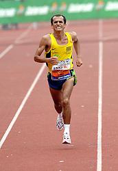 15-10-2006 ATLETIEK: MARATHON AMSTERDAM: AMSTERDAM<br /> De finish van de Braziliaan Vanderlei Lima zondag tijdens de Amsterdam Marathon. De de braziliaan Vanderlei Lima eindigde op een 5e plek <br /> ©2006: WWW.FOTOHOOGENDOORN.NL