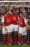 Fotball<br /> Premier League England 2004/2005<br /> Foto: BPI/Digitalsport<br /> NORWAY ONLY<br /> <br /> 30.10.2004<br /> <br /> Arsenal v Southampton<br /> <br /> Thierry Henry celebrates his goal with subs Robert Pires and Cesc Fabregas