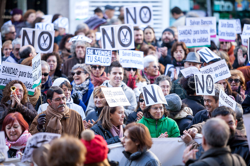 Protesting against the privatization of the public health in Spain