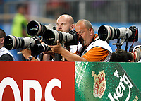 GEPA-1206086863 - WIEN,AUSTRIA,12.JUN.08 - FUSSBALL - UEFA Europameisterschaft, EURO 2008, Oesterreich vs Polen, AUT vs POL. Bild zeigt Fotograf Guenter Artinger (GEPA pictures). Keyword: Kamera.<br />Foto: GEPA pictures/ Felix Roittner