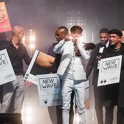 NLD/Amsterdam/20171006 - Concert Alleen van Lil Kleine, krijgt een gouden plaat uitgereikt door zijn vrienden