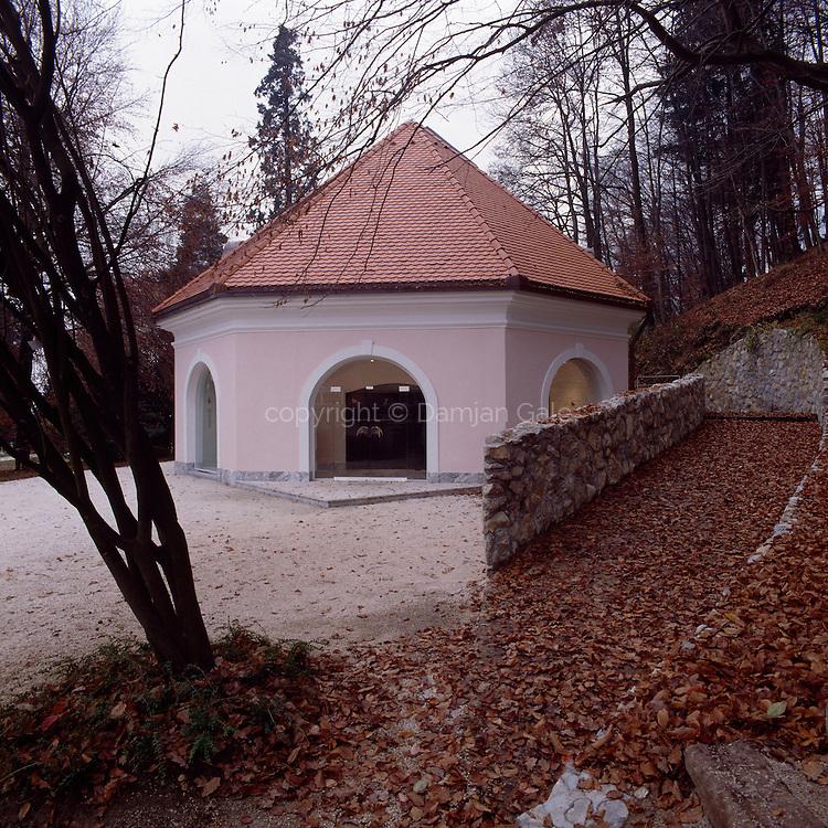Razstavni paviljon v Volčjem potoku