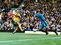 Fotball<br /> Premier League England<br /> 2004/2005<br /> Foto: Colorsport/Digitalsport<br /> NORWAY ONLY<br /> <br /> 02.10.2004<br /> <br /> Darren Huckerby (Norwich) scores his goal from the rebound of his penalty kick past Shaka Hislop (Ports)<br /> <br /> Norwich City v Portsmouth