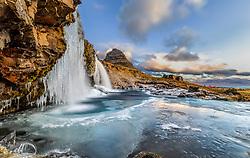 THEMENBILD - Kirkjufellsfoss Wasserfall und im Hintergrund der Berg Kirkjufell, aufgenommen am 25. Oktober 2019 in Island // Kirkjufellsfoss waterfall and in the background the mountain Kirkjufell, Iceland on 2019/10/25. EXPA Pictures © 2019, PhotoCredit: EXPA/ Peter Rinderer