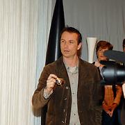 NLD/Amsterdam/20070302 - Presentatie eigen modelijn Wendy van Dijk voor V&D genaamd It's a Wendy collectie 2007, broer Mike